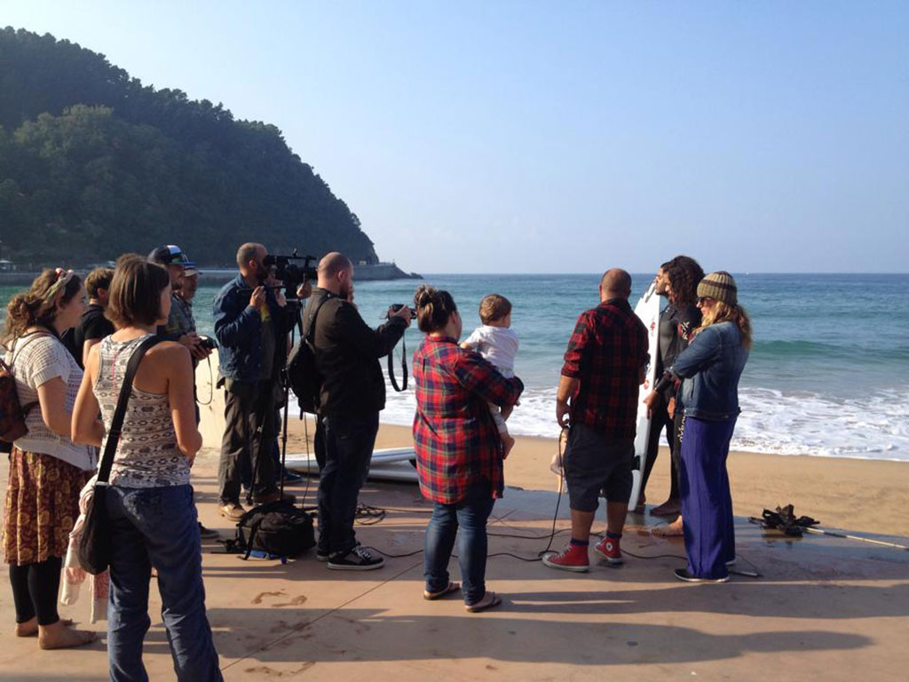 Basque TV and press interviewing blind surfer Derek Rabelo